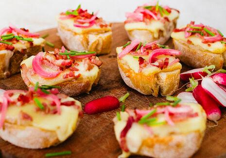 De Trog Raclette Bread Met Spek Ajuin
